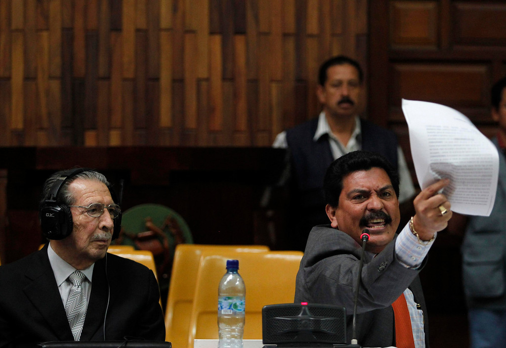 . Cesar Calderon (R), lawyer of the former Guatemalan dictator Efrain Rios Montt (L), speaks during the genocide trial against Rios Montt in the Supreme Court of Justice in Guatemala City, May 8, 2013. A Guatemalan judge on last Thursday restarted the genocide trial of Rios Montt following a two-week suspension due to a fight over who should oversee the case. Rios Montt, 86, is charged with genocide and crimes against humanity for a counterinsurgency plan conceived under his 1982-1983 rule that killed 1,771 members of the Ixil indigenous group in one of the bloodiest phases of Guatemala\'s civil war. According to local media, the public ministry is calling for a 75 year jail sentence for Rios Montt. REUTERS/Jorge Dan Lopez