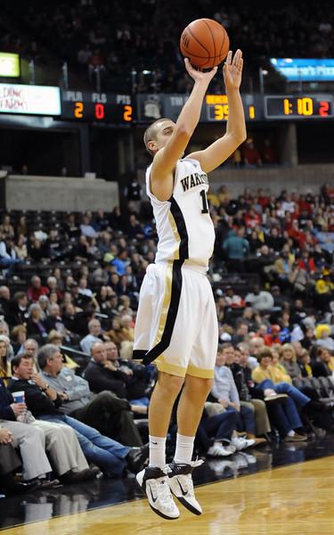 Chase Fischer 3-point shot.jpg
