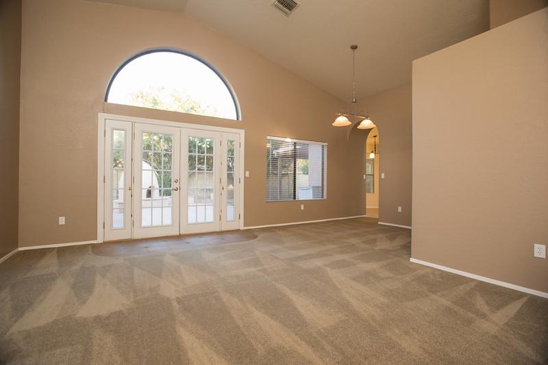 Entry livingroom 1.jpg