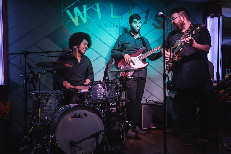 2019 Nov 27 - Willis Show Bar