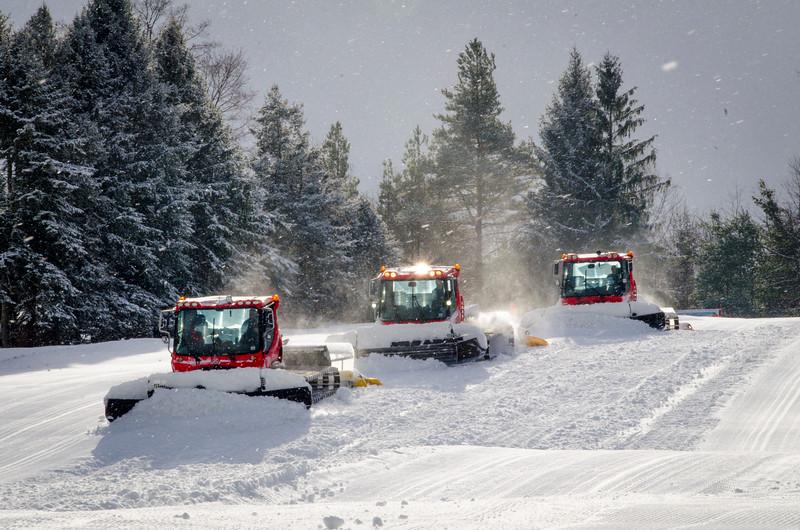 Snow-Cats_Snow-Trails-72789.jpg
