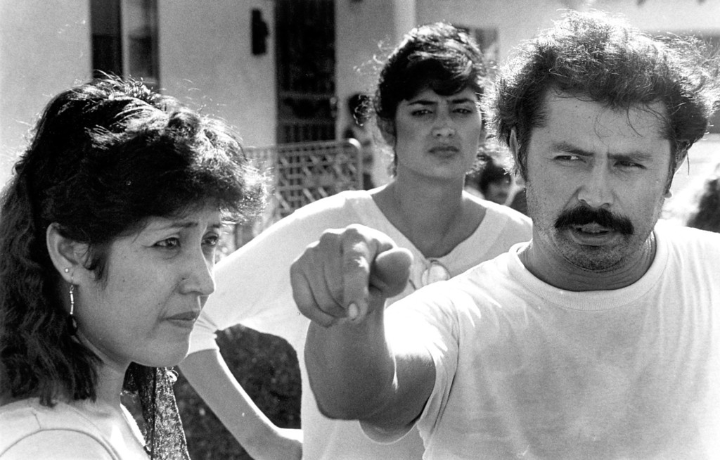 . Manuel de la Torre talks to reporters in front of his home Saturday after he overpowered Night Stalker suspect Richard Ramirez.  His wife Angelina, far left, said she was threatened by Ramirez as he tried to take her car.  (Daily News file photo)