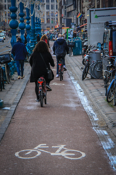 There are over 400km of dedicated bicycle paths in Amsterdam.