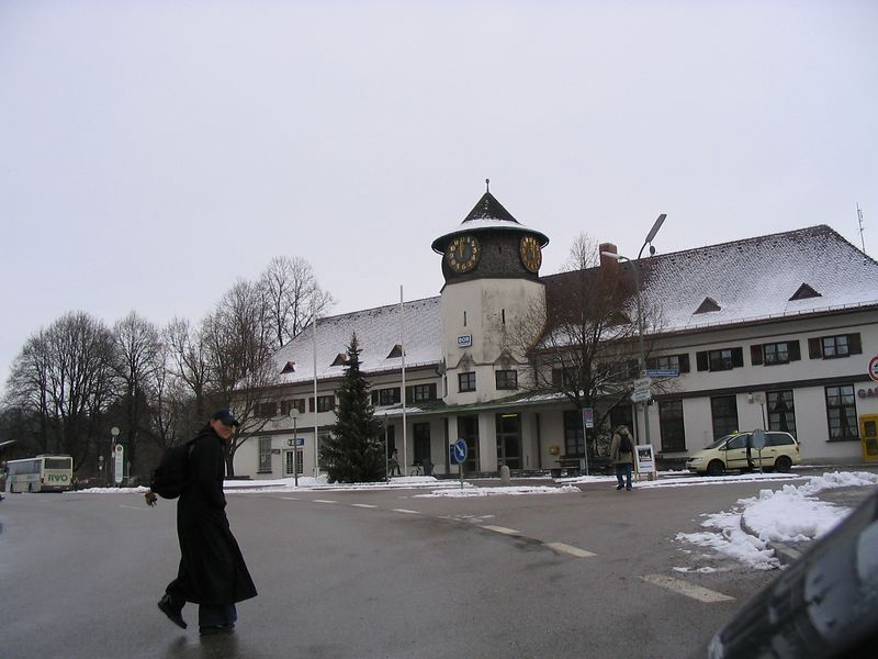 Picture 177 bad toelz train stn-good for time offset.jpg