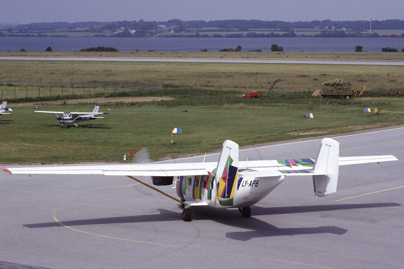 LY-APB-AntonovAn-28-Private-EKSB-2000-06-21-IT-28-KBVPCollection.jpg