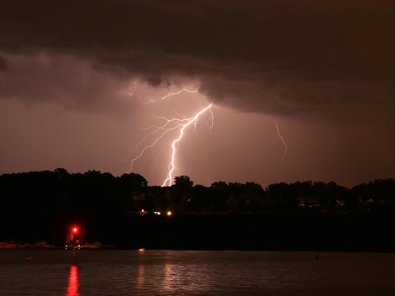 lightning_irond_03_4x3_07232008.jpg