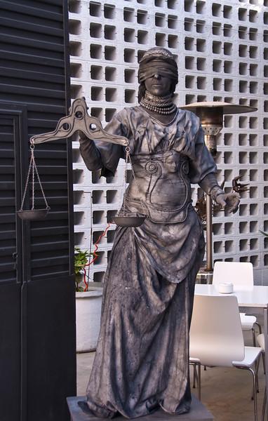 Blind justice living statue posing outside Oven resturant. (Dec 11, 2007, 12:12pm)