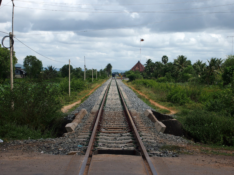 PB163817-train-tracks.JPG