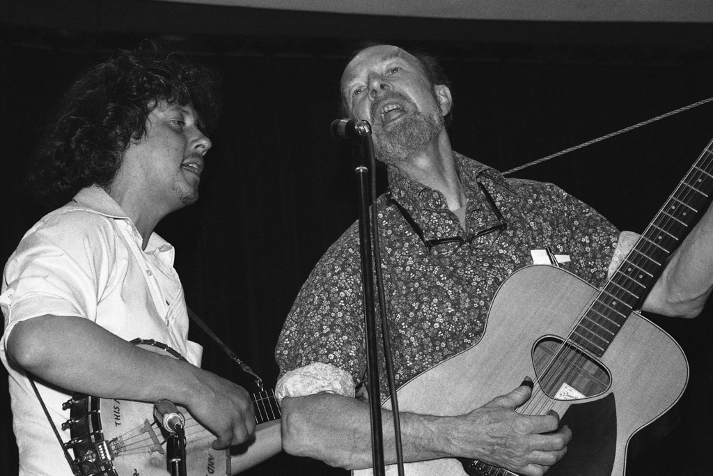 . Folksingers Arlo Guthrie and Pete Seeger, rising during a memorial service for the recently deceased actor Will Geer. The service was held at the Martin Luther King Jr. center in New York City on Friday, May 12, 1978. Geersí family and representatives of the actors\' union attended the service. (AP Photo/RB)