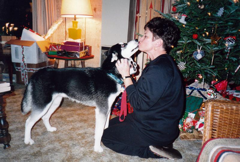 Clea giving Aunt Lyn kisses.jpg