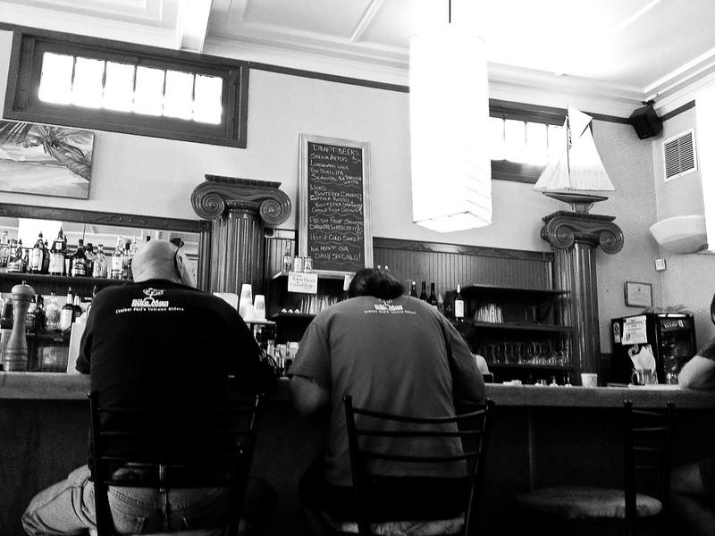 Maonas bar.jpg