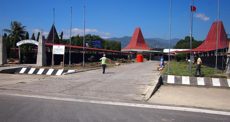 P5289024-arrival-gate.JPG