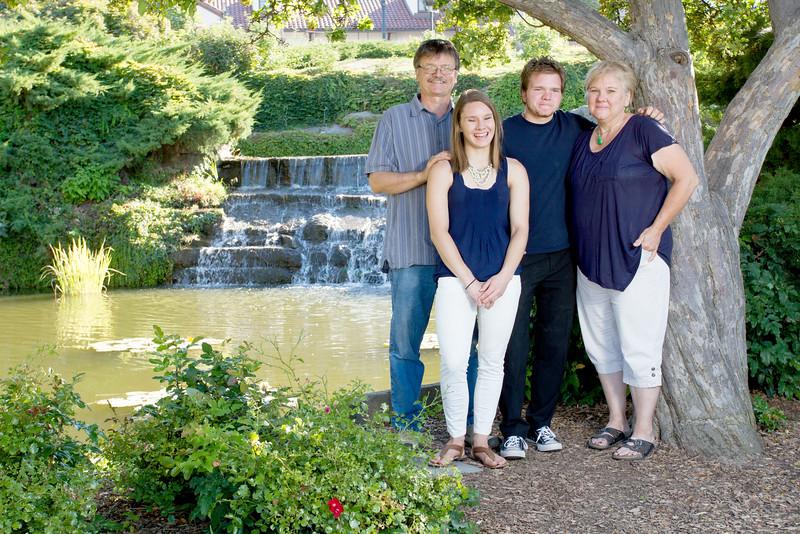 FamilyPortrait_8.20.16_8.jpg
