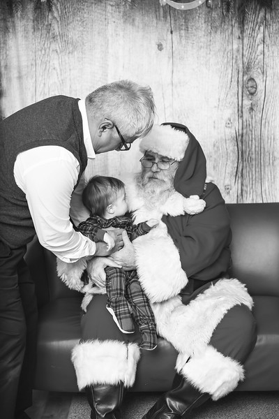 Ameriprise-Santa-Visit-181202-4918-BW.jpg