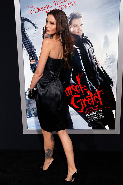 ". Model Stephanie Corneliussen arrives at the premiere of the film ""Hansel and Gretel: Witch Hunters\"" at Grauman\'s Chinese Theatre in Hollywood, California January 24, 2013. REUTERS/Patrick Fallon"
