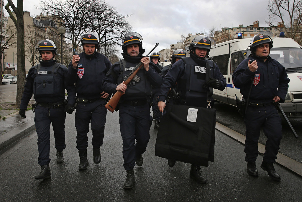 . Police mobilize with reports of a hostage situation at Port de Vincennes on January 9, 2015 in Paris, France. According to reports at least five people have been taken hostage in a kosher deli in the Port de Vincennes area of Paris. A huge manhunt for the two suspected gunmen in Wednesday\'s deadly attack on Charlie Hebdo magazine has entered its third day.  (Photo by Dan Kitwood/Getty Images)
