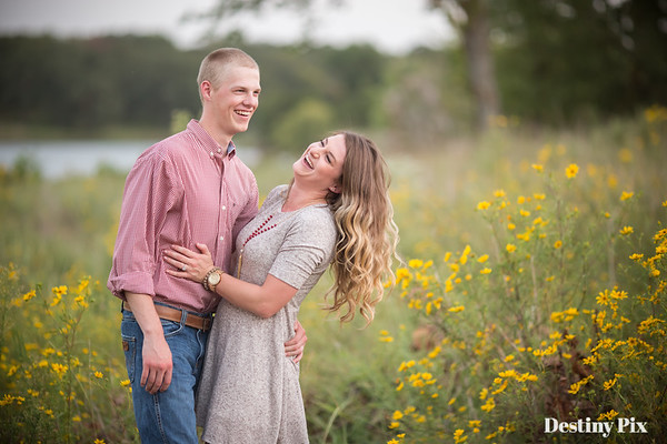 Erica and Zac's Engagement Pix
