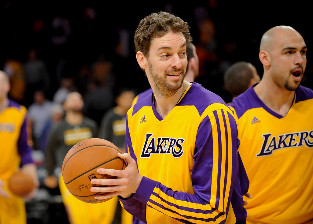 . Los Angeles Lakers center Pau Gasol, left, of Spain, and teammate center Robert Sacre (50) warm up before the start of an NBA basketball game against New Orleans Pelicans, Tuesday, March 4, 2014, in Los Angeles.(AP Photo/Gus Ruelas)