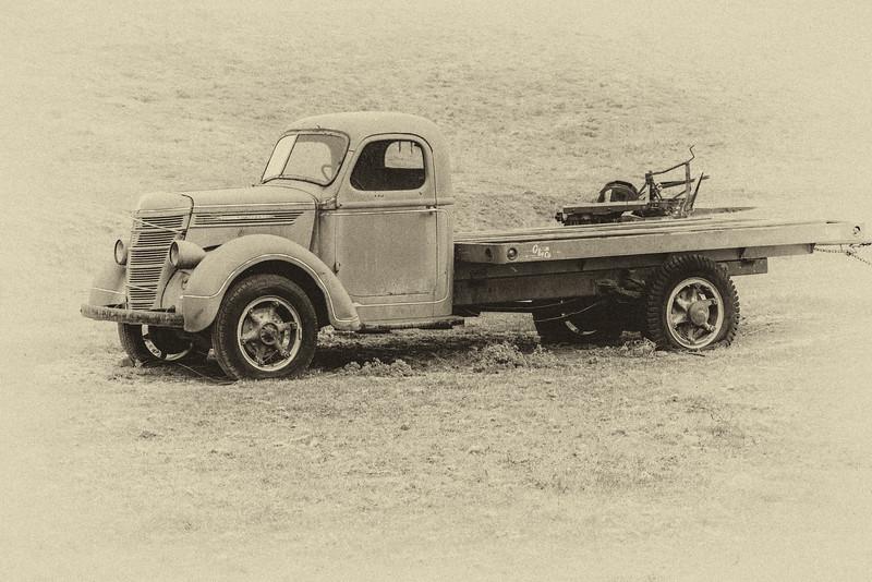 Old Flatbead Truck B&W-1.jpg