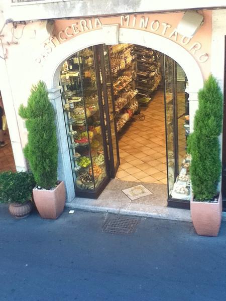 20110812-Ginka-Sicily-20110812--IMG_1136--0107.jpg