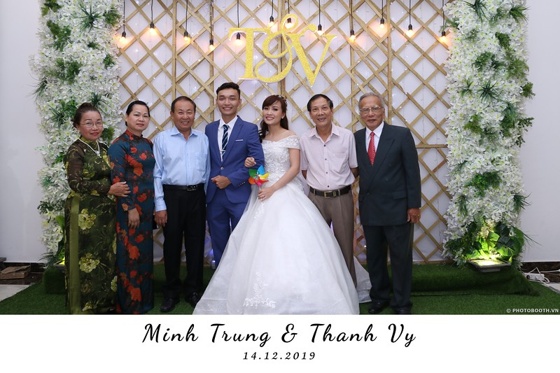 Trung-Vy-wedding-instant-print-photo-booth-Chup-anh-in-hinh-lay-lien-Tiec-cuoi-WefieBox-Photobooth-Vietnam-012.jpg