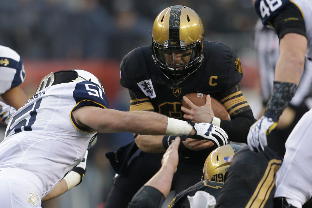 . Army quarterback Trent Steelman runs the ball during the first half of an NCAA college football game against Navy, Saturday, Dec. 8, 2012, in Philadelphia. (AP Photo/Matt Rourke)