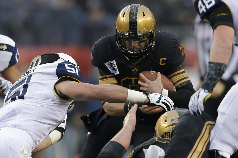 . Army quarterback Trent Steelman runs the ball during the first half of an NCAA college football game against Navy, Saturday, Dec. 8, 2012, in Philadelphia. (AP Photo/Matt Rourke)
