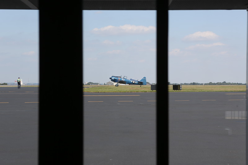View through the windows at Atlantic Aviation FBO, Wilmington (KILG)