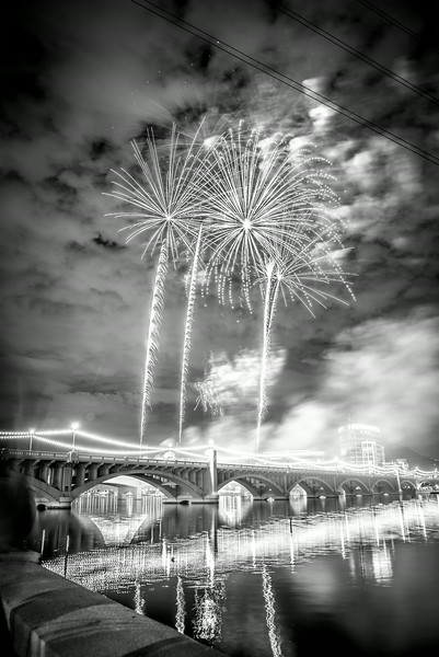 Fireworks_Tempe_2014-16.jpg