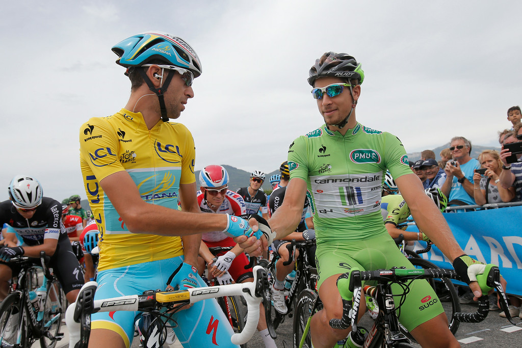 . Italy\'s Vincenzo Nibali, wearing the overall leader\'s yellow jersey, shakes hands with Peter Sagan of Slovakia, wearing the best sprinter\'s green jersey, prior to the start of the fifteenth stage of the Tour de France cycling race over 222 kilometers (137.9 miles) with start in Tallard and finish in Nimes, France, Sunday, July 20, 2014. (AP Photo/Christophe Ena)