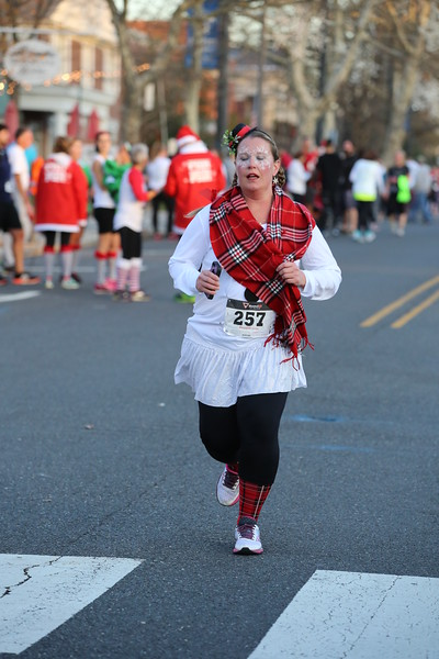 Toms River Police Jingle Bell Race 2015 - 01134.JPG
