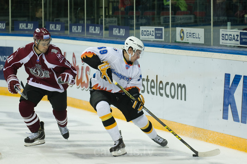 Pavel Buchnevich (89) controls the puck
