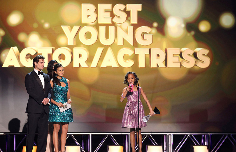 """. Quvenzhane Wallis, center, accepts the award for best young actress for \""""Beasts of the Southern Wild\"""" at the 18th Annual Critics\' Choice Movie Awards at the Barker Hangar on Thursday, Jan. 10, 2013, in Santa Monica, Calif.  (Photo by Matt Sayles/Invision/AP)"""