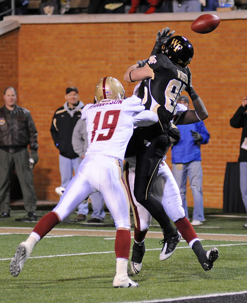 Wooster 4th down pass 02.jpg