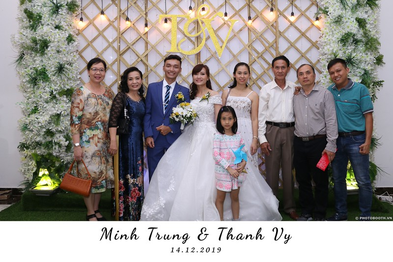Trung-Vy-wedding-instant-print-photo-booth-Chup-anh-in-hinh-lay-lien-Tiec-cuoi-WefieBox-Photobooth-Vietnam-049.jpg