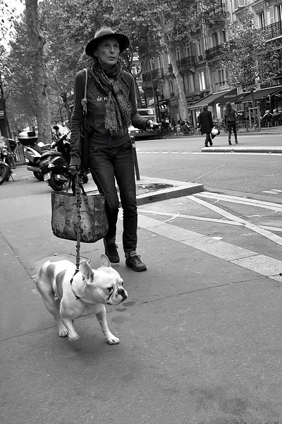 Woman w dog B&W 00351.jpg
