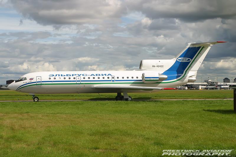 RA-42422.  Yakovlev Yak-42D. Elbrus Avia. Glasgow. 250804.