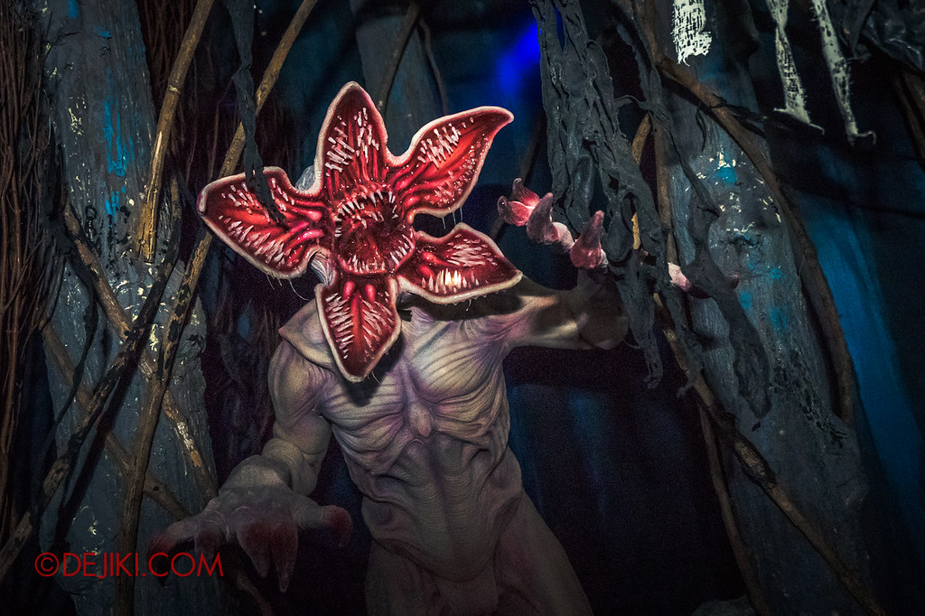 USS Halloween Horror Nights 8 Stranger Things haunted house maze - Demogorgon in the Forest