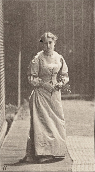 Woman walking and turning around with a bouquet in both hands