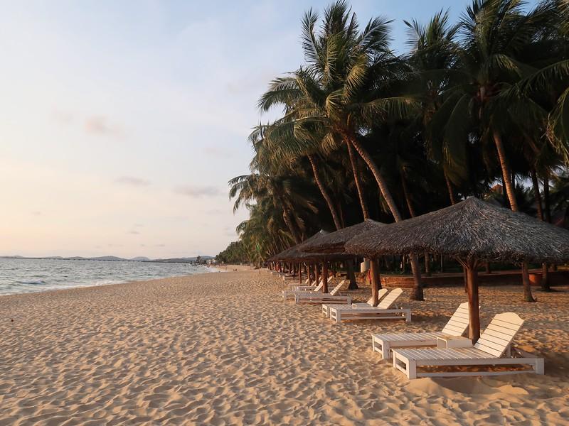 IMG_9455-beach-at-hawaii-resort.jpg