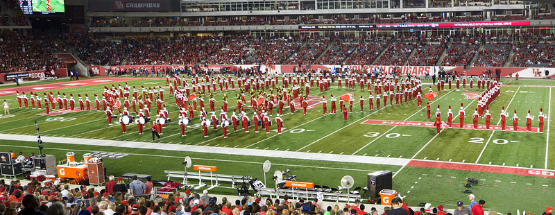 Halftime.  UH 31, Louisville 0.   The Band forms a ... something?