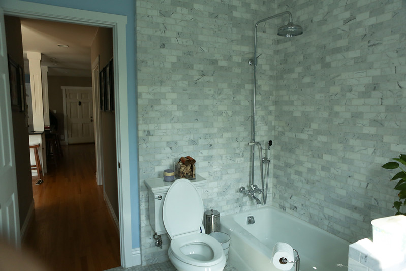 024_Downstairs_Bathroom4.jpg