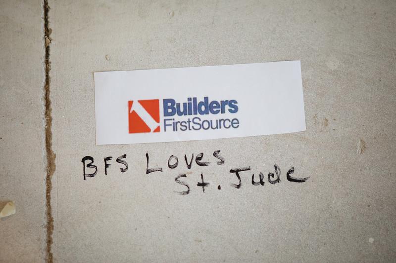 floor_signing_stjude-32.jpg