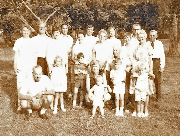 1976 Caldwell Siblings Reunion at Kentucky Lake.jpg