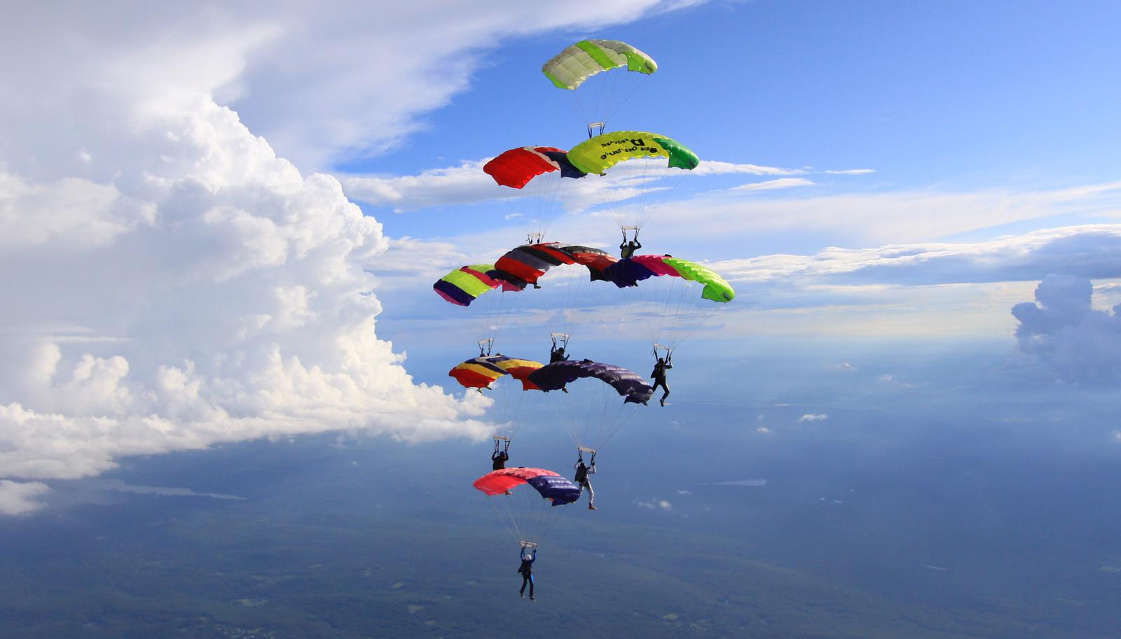 """<a href=""""http://www.skydivingstills.com/photos/i-CzgPmvD/0/X3/i-CzgPmvD-X3.jpg"""">http://www.skydivingstills.com/photos/i-CzgPmvD/0/X3/i-CzgPmvD-X3.jpg</a>"""