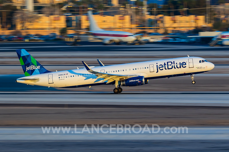 Jetblue A321  getting it done past the Janet 737-500's