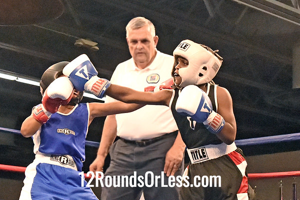 Bout 1 Darris Sengred, Blue Gloves, Cleveland -vs- Carlos Johynson, Red Gloves, Rubber City BC, 80 lbs