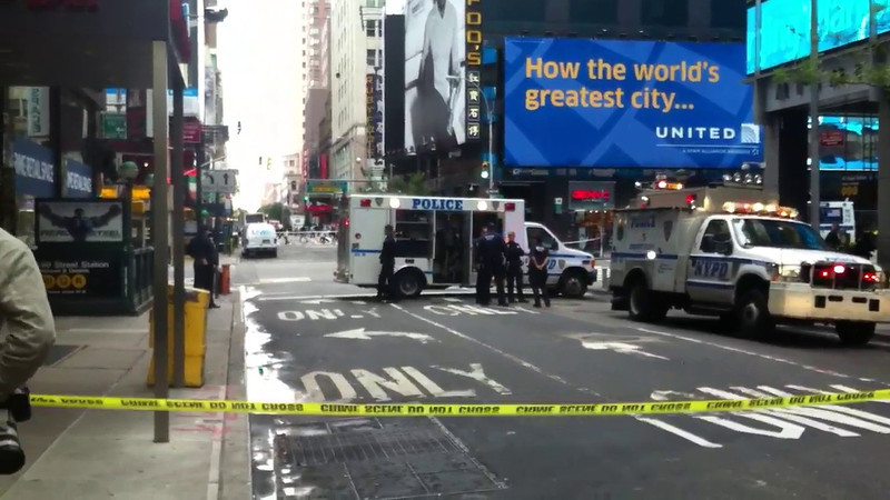 Video of NYPD officer in Bomb Suit