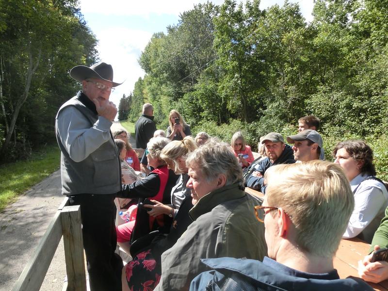 Wagon ride Dennis Morton guide