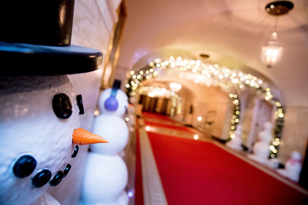 ". The Lower Cross Hall is decorated with ""snowball\"" arches created from more than 6,000 ornaments and snowmen lining the corridor in the White House during a preview of the 2016 holiday decor, Tuesday, Nov. 29, 2016, in Washington. (AP Photo/Andrew Harnik)"